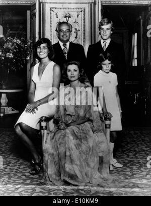 Monaco - PRINCE RAINIER and American film actress PRINCESS GRACE KELLY with children - Stock Photo