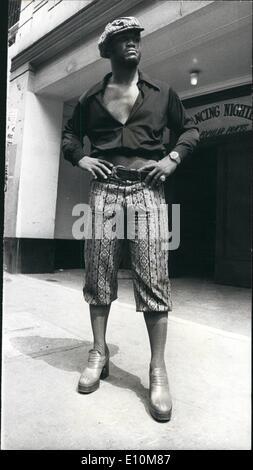 Jun. 06, 1973 - Fashion Plate Joe Frazier. Photo shows The former world heavyweight champion, Joe Frazier, wore - Stock Photo