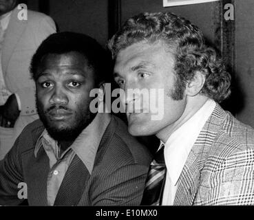 Boxers Joe Bugner and Joe Frazier attend press conference - Stock Photo