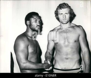 Jul. 07, 1973 - Bugner And Frazier Weigh-In For Tonight's Fight: Joe Bugner, the European Heavyweight Champion, - Stock Photo