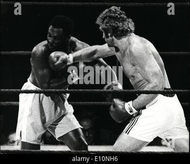 Jul. 07, 1973 - Joe Frazier beats Joe Bugner on Points . Joe Bugner the European heavyweight Champion was beaten - Stock Photo