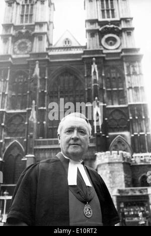 Dean of Westminster, the very Rev. Dr. ERIC ABBOTT, outside Westminster Abbey after pre-Wedding News Conference - Stock Photo