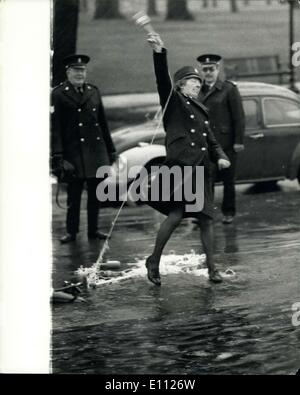 Jan. 28, 1975 - New Life-Saving Equipment Demonstrated: A demonstrated was held today on the Serpentine in Hyde - Stock Photo