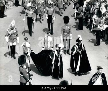 Jul. 07, 1975 - THE CEREMONIAL PROCESSION OF THE MOST NOBLE ORDER OF THE GARTER AT WINDSOR CASTLE The Queen and - Stock Photo