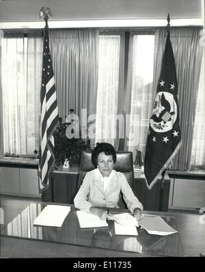 Mar. 03, 1976 - AMERICA'S NEW WOMAN AMBASSADOR TO BRITAIN MEETS THE PRESS IN LONDON MRS. ANNE ARMSTRONG, 48, America's - Stock Photo
