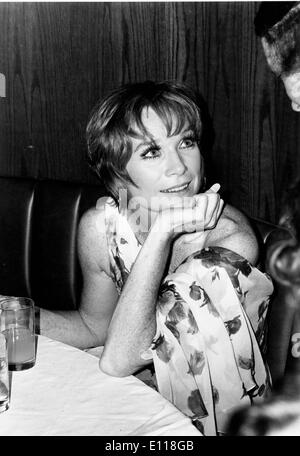 Apr 19, 1976; New York, NY, USA; Actress SHIRLEY MACLAINE was born on April 24, 1934 in Richmond, Virginia, and - Stock Photo