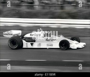 Nov. 11, 1976 - 10,000 Fans Hail James Hunt - Britain's New World Motor Racing Champion at Brands Hatch: James Hunt, - Stock Photo