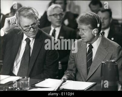 May 05, 1977 - MINISTERIAL MEETING OF NORTH ATLANTIC TREATY ORGANISATION LONDON: Photo Shows Cyrus Vance U.S. Setary - Stock Photo