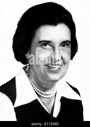 Oct 05, 1977; New York, NY, USA; Dr. ROSALYN S. YALOW of the Bronx Veternas Hospital in New York has won the Nobel - Stock Photo