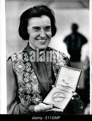 Dec. 12, 1977 - THE NOBEL PRIZE BANQUET 1977. Winner of a Nobel Prize. Medicine Laureate Rosalyn Yalow from New - Stock Photo