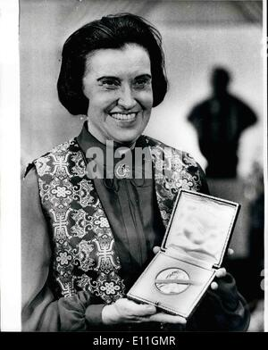 Dec. 12, 1977 - THE NOBEL PRIZE BANQUET 1977. Winner of a Nobel Prize, Medicine Laureate Rosalyn Yalow from New - Stock Photo