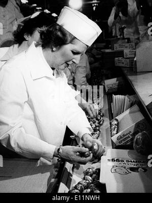 Margaret Thatcher works at chocolate factory - Stock Photo