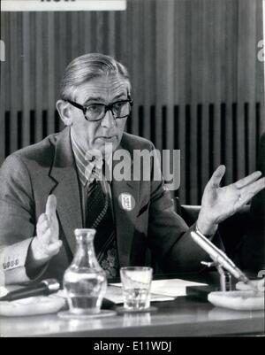 May 05, 1980 - Len Murray Holds Press Conference Photo Shows: General Secretary of the TUC seen during his press - Stock Photo