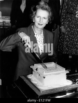 Prime Minister Margaret Thatcher cuts birthday cake - Stock Photo