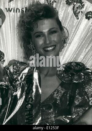 Jun. 06, 1991 - Happ Smiling : Happy Smiling Sandra Aegerter after she won the title Miss Switzerland 1991 in Zurich - Stock Photo