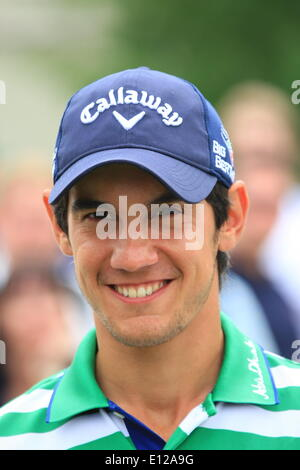 Wentworth, Surrey, UK. 21st May, 2014. Celebrities join the stars of the PGA European Golf Tour on the greens of - Stock Photo