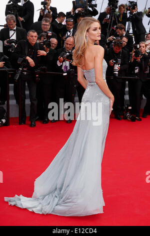 ROSIE HUNTINGTON-WHITELEY THE SEARCH PREMIERE 67TH CANNES FILM FESTIVAL CANNES  FRANCE 21 May 2014 - Stock Photo