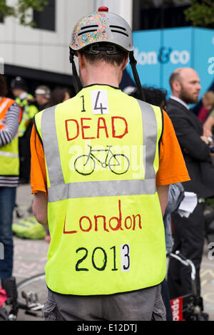 London, UK. 21st May, 2014. A mass 'Cycle Die-In' takes place at Elephant & Castle, in memory of the 47 year-old - Stock Photo