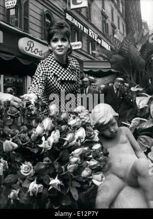 Feb. 24, 2012 - ROME, April 1967 - Beautiful actress GINA LOLLOBRIGIDA was pleased guest of ''Via Veneto'' when - Stock Photo