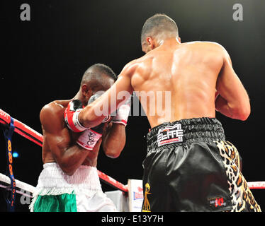 Leeds, UK. 21st May, 2014. Kareem gets caught against the ropes by Yafai during their fight at The First Direct - Stock Photo