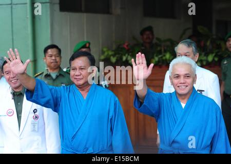 Jakarta, Indonesia. 23rd May, 2014. Indonesian presidential candidate Prabowo Subianto (L, front) and his running - Stock Photo