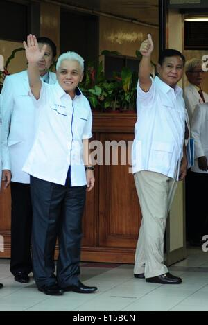 Jakarta, Indonesia. 23rd May, 2014. Indonesian presidential candidate Prabowo Subianto (R, front) and his running - Stock Photo