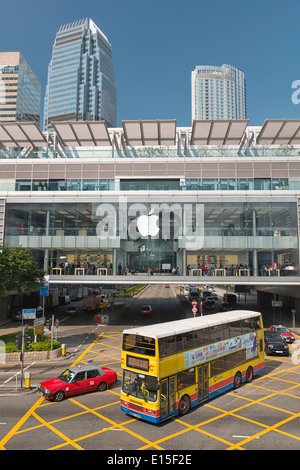 China, Hong Kong, bus and traffic in front of the apple store at IFC mal - Stock Photo