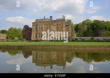 Broughton Castle near Banbury, Oxfordshire - Stock Photo