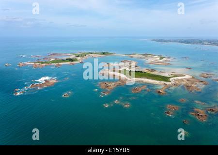 Plougrescant (Côtes d'Armor department, Tregor area): aerial view of ''île d'Er' island - Stock Photo