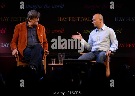 Hay on Wye, Wales UK, Saturday 24 May 2014 STEPHEN FRY in conversation with TONY FADELL, the inventor of te iPod, - Stock Photo