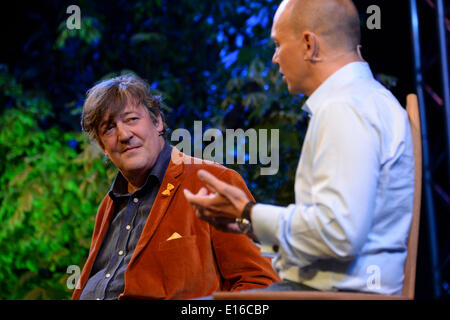 Hay on Wye, Wales UK, Saturday 24 May 2014 STEPHEN FRY in conversation with TONY FADELL, the inventor of the iPod, - Stock Photo