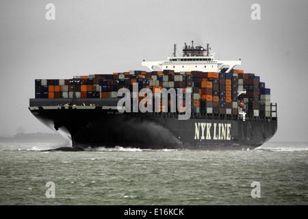 AJAXNETPHOTO. SOLENT,ENGLAND. - CONTAINER SHIP NYK VENUS INWARD BOUND TO SOUTHAMPTON.  Photo: Jonathan Eastland/Ajax - Stock Photo