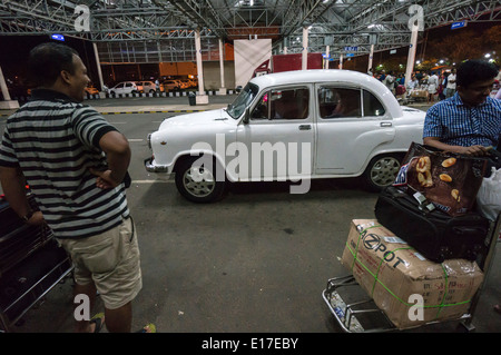 TATA Ambassador car India - manufacture ceased in May 2014. Kochi airport taxi. - Stock Photo