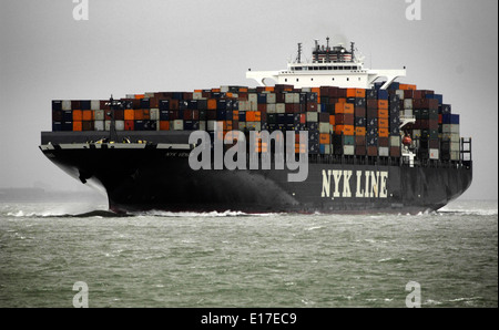 SOLENT,ENGLAND. - CONTAINER SHIP NYK VENUS INWARD BOUND TO SOUTHAMPTON. Photo: Jonathan Eastland/Ajax - Stock Photo