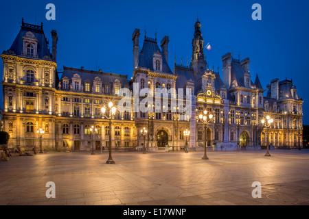Twillight at Hotel de Ville, Paris France - Stock Photo