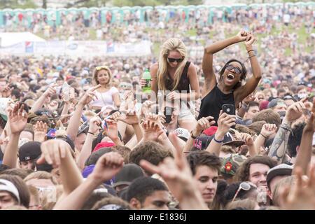 Shakopee, Minnesota, USA. 25th May, 2014. Fans enjoy Soundset music festival in Shakopee, Minnesota Credit:  Daniel - Stock Photo