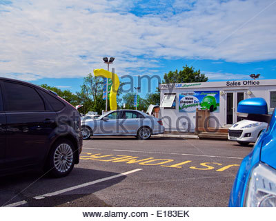 various makes of cars in pinetree garage a secondhand used car dealers in baglan port talbot south wales - Stock Photo