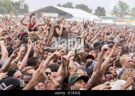 Shakopee, Minnesota, USA. 25th May, 2014. Fans enjoy 2014 Soundset music festival in Shakopee, Minnesota Credit: - Stock Photo