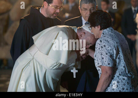 Jerusalem. 26th May, 2014. Pope Francis visits the Yad Vashem Holocaust Museum in Jerusalem, attended by Israeli - Stock Photo