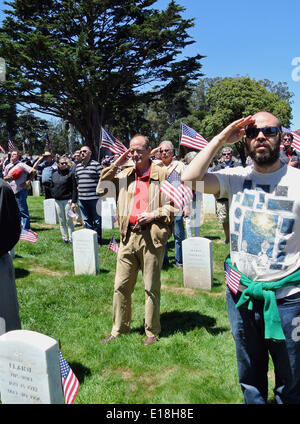 San Francisco May 26th 2014. Hundreds of Veterans gather in the Presidio National Cemetary to honor the nations - Stock Photo
