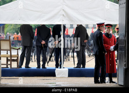 London, 26th May. Rehearsal in the rain for the Presentation of Standards to the Household Cavalry on Wednesday - Stock Photo