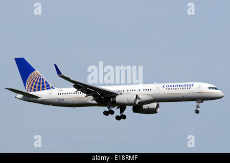 A Boeing 757-200 passenger aircraft of american airline Continental Airlines is landing at Manchester-Ringway airport. - Stock Photo