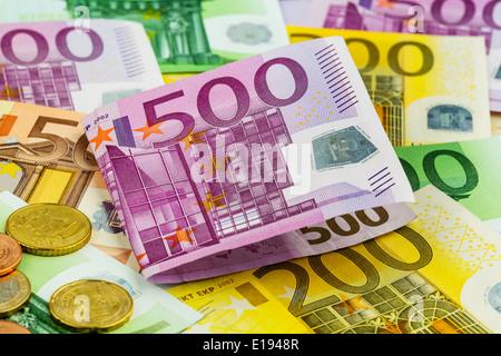 Viele verschiedene Euro Geldscheine. Symbolfoto f¸r Reichtum und Geldanlage. - Stock Photo