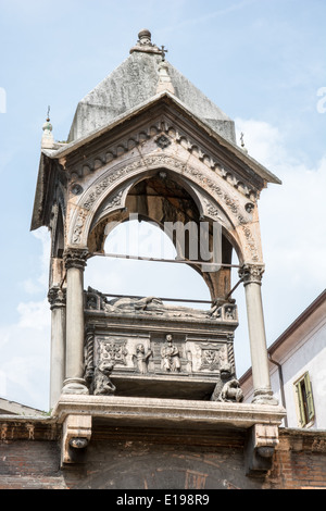 Marble tomb of Guglielmo da Castelbarco from the year 1320 at the Church of Sant'Anastasia in Verona (Italy). - Stock Photo