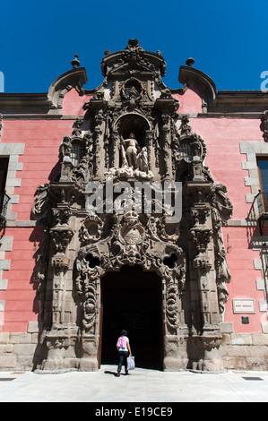 Ornate Churrigueresque Baroque entrance to the Museo de Historia, formerly the Royal Hospice of San Fernando, Madrid, - Stock Photo