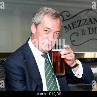 London Uk 26th May 2014 Feathers pub Broadway Nigel Farage UKIP leader with celebratory pint after Euro election - Stock Photo