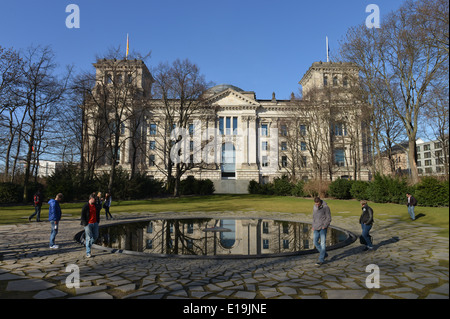Denkmal fuer die im Nationalsozialismus ermordeten Sinti und Roma Europas, Tiergarten, Berlin, Deutschland - Stock Photo