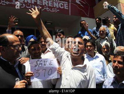 Srinagar, Kashmir. 28th May, 2014. Supporters of Indian-controlled Kashmir's ruling party National Conference shout - Stock Photo