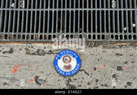 Storm drain 'No Dumping Flows to Ocean' sign - Stock Photo