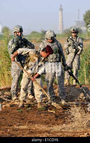 U.S. Soldiers with 2nd Platoon, Alpha Troop, 1st Battalion, 150th Armored Reconnaissance Squadron, 30th Heavy Brigade - Stock Photo